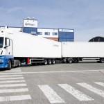Lanzan en España el camión frigorífico más grande del mundo Acaban de lanzar el camión frigorífico LHV más grande del mundo, que ya está en circulación por España, aunque está todavía en periodo de prueba, dentro de un proyecto con la Universidad de Zaragoza, el fabricante SOR Ibérica, vehículos industriales MAN y la Dirección General de Tráfico.