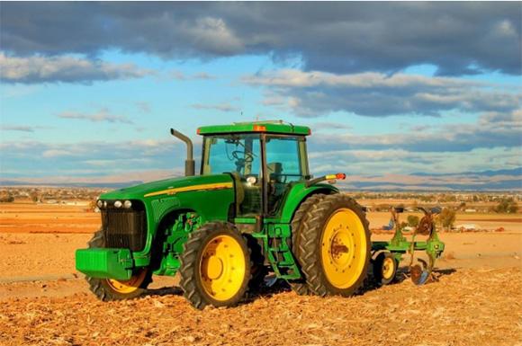 Los tractores matan a 88 personas al año en España, la mayoría por vuelco